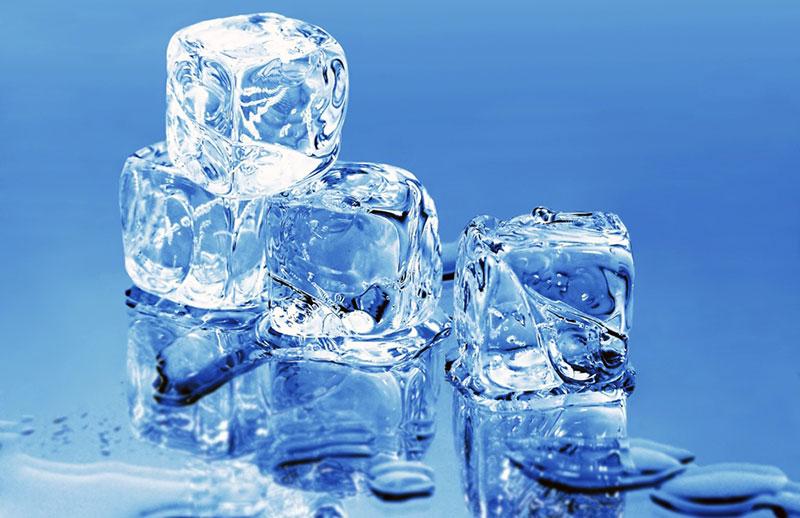 Να τοποθετεί λίγο πάγο στο στόμα